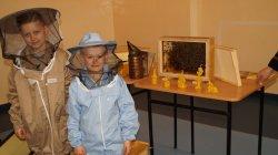 Pszczelarska lekcja przyrody